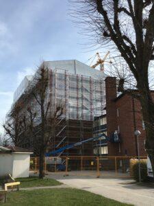 Byggnadsställning fasad S:t Torgils väg