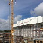Byggkran och byggnadsställning