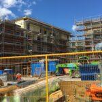 Byggställning och husfasad